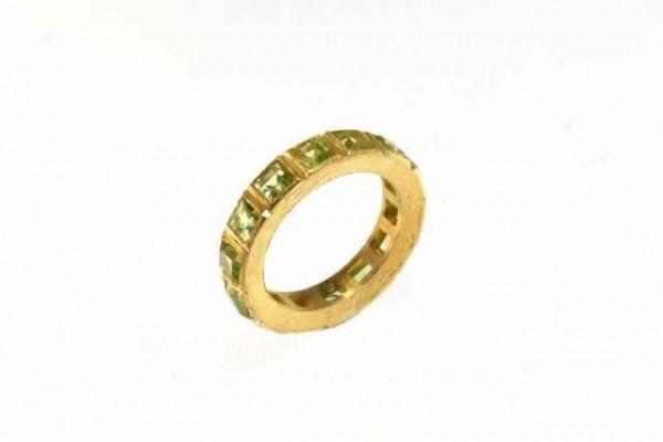 Ring Größe 57 mit 14 facettierten Peridot-Carrés auf gebürstetem, AGV 925