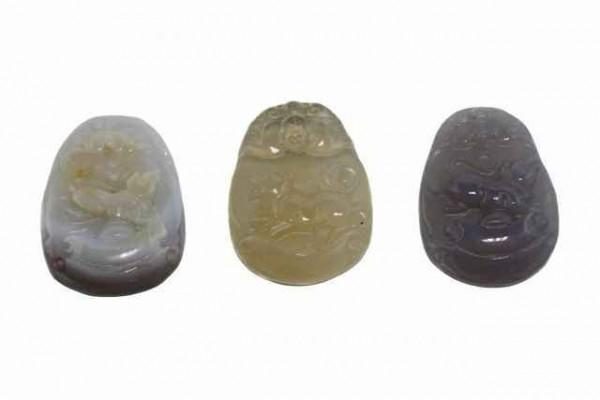 Hunde-Amulett mit 1mm Bohrung, 28x38mm, Achat