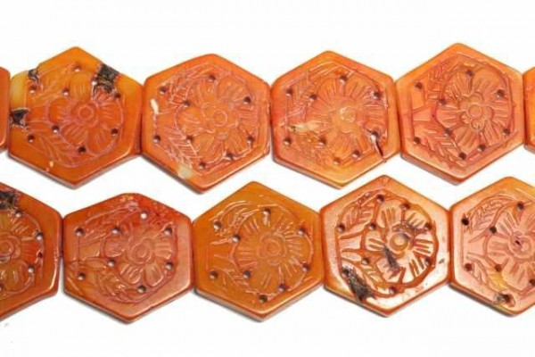 Blütenstrang 6-eckig graviert 28mm/40cm, Koralle orange gefärbt